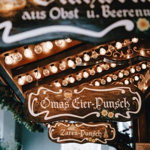 christmasmartketroman-kraft-4mx1y3z3-ys-unsplash